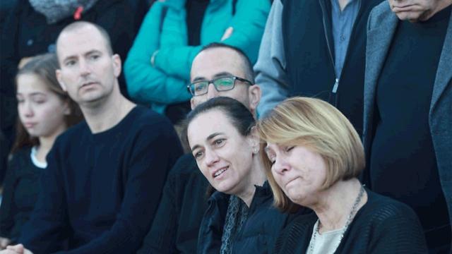האלמנה דורית ובני משפחה נוספים (צילום: מוטי קמחי) (צילום: מוטי קמחי)