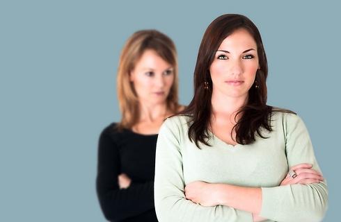 עד מתי תמשיכי לשחק על העובדה שהכרת לי את בעלי? (צילום: Shutterstock) (צילום: Shutterstock)