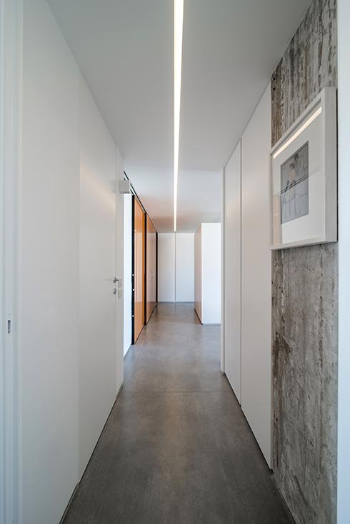אור בתקרה - עיצוב תאורה למעצבת זיו קריכלי (צילום: אילן נחום) (צילום: אילן נחום)