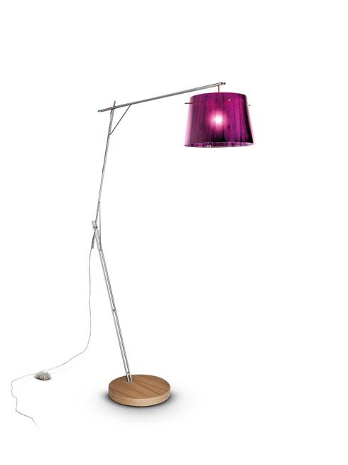 מנורה עומדת שתוסיף כתם צבע לסלון מוצעת ב''לייט האוס'' ב-3,471 במקום 6,943 שקל (באדיבות light house)