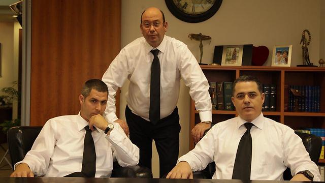 עורכי הדין כהן, סטרשנוב ולונדון ()