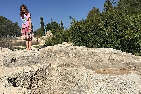 קברות המכבים? בהחלט לא: אלה קברים ביזנטיים (צילום: גיל סלוביק) (צילום: גיל סלוביק)