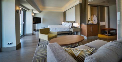 מ-559 דולר עד 2,010 דולר ללילה. החדרים בחמש הקומות הגבוהות עם הגישה לטרקלין החדש (צילום: איתי סיקולסקי)