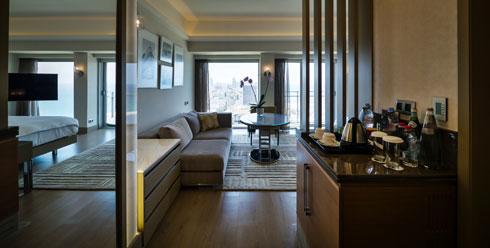 עיצוב ללא אופי. סוויטה בקומה ה-17 (צילום: איתי סיקולסקי)