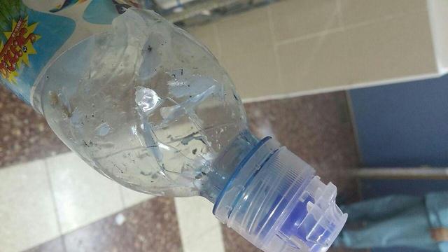 גם בקבוק מים ספג קליע ()