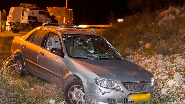 הרכב של משפחת ניר לאחר פיגוע הירי (צילום: עידו ארז) (צילום: עידו ארז)
