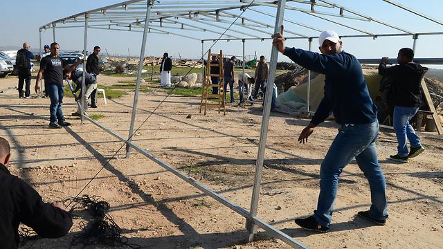 ההכנות לשובו של עודה טראבין למשפחתו (צילום: הרצל יוסף) (צילום: הרצל יוסף)