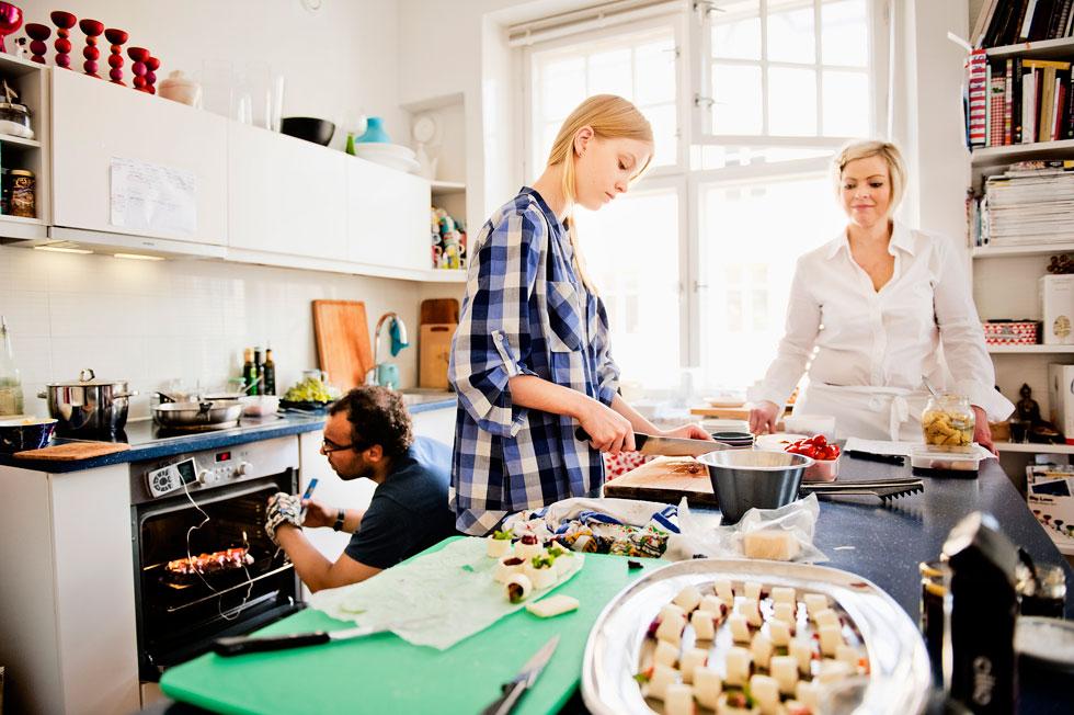 גם נהנים מהאוכל, וגם מקבלים אפשרות להציץ לבתים של אחרים (צילום: Heidi Uutela)