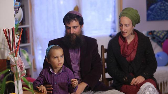 המשפחה חזרה לביתה (צילום: אלכס קולומויסקי) (צילום: אלכס קולומויסקי)