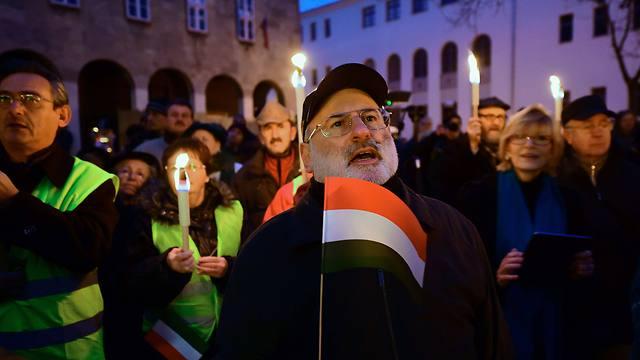 הפגנה והדלקת נרות בסקשפהרוואר  (צילום: AFP) (צילום: AFP)