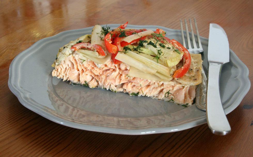 סלמון בתנור עם ירקות (צילום: ילנה ויינברג)