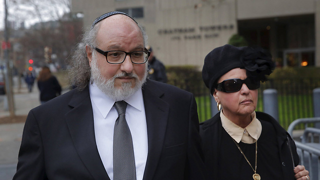 Jonathan Pollard arrives at the district court in Manhattan with wife Esther (Photo: Reuters) (Photo: Reuters)