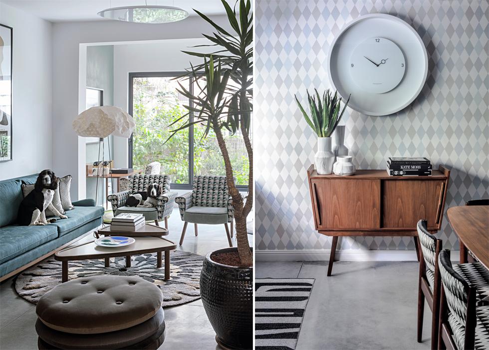מימין: שידת העץ מול הדלת, על רקע טפט מעוינים, ומעליה שעון גדול; משמאל: הכלבים רובצים על הספה הירקרקה-תכולה ואחת הכורסאות (צילום: עוזי פורת)
