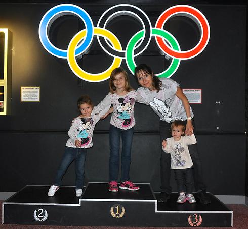 ילנה דולינין עם ילדיה (צילום: פרטי)