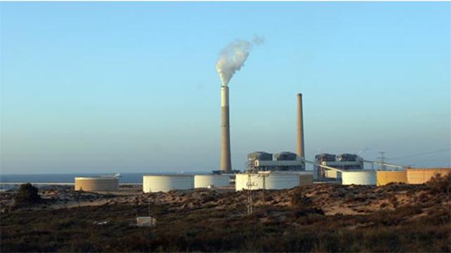 A fossil fuel power plant near Ashkelon (Photo: Tsafrir Abayov)