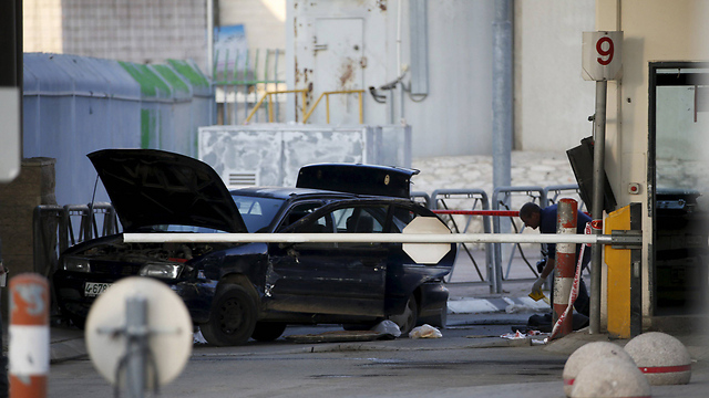 Scene of attempted attack at Qalandiya (Photo: Reuters)