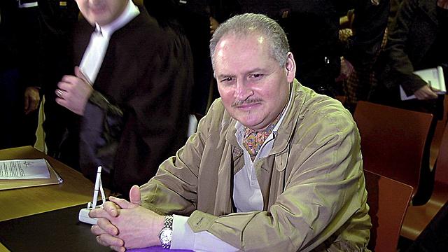 קרלוס התן בשנת 2000. חיי הוללות אחרי קבלת המיליונים (צילום: AP) (צילום: AP)
