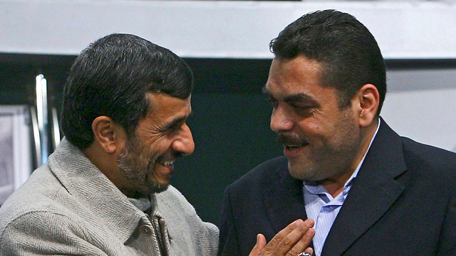 Kuntar with then-Iranian president Mahmoud Ahmadinejad in 2009 (Photo: AP)