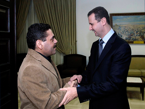 Kuntar with Syrian President Bashar Assad in 2009 (Photo: AP)