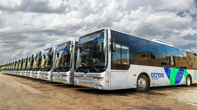 """אוטובוסים של חברת """"סופרבוס"""" ()"""