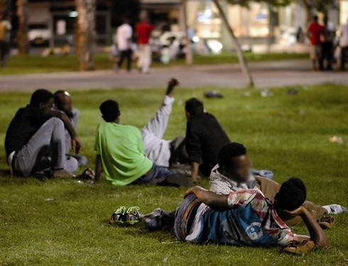 Eritreans in south Tel Aviv (Photo: Yuval Chen)