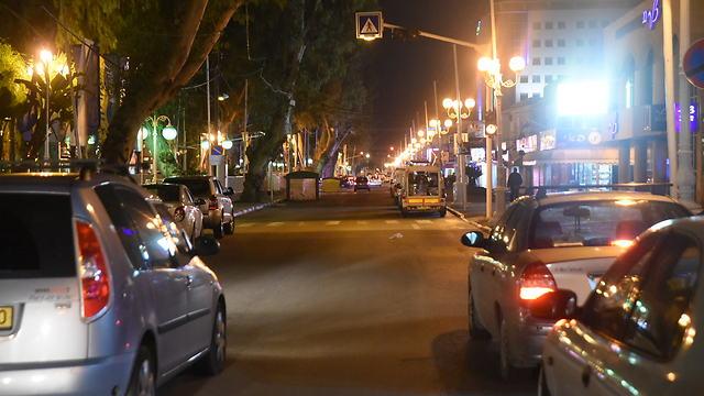 רחוב בנהריה לאחר שמיעת האזעקה (צילום:  אביהו שפירא ) (צילום:  אביהו שפירא )