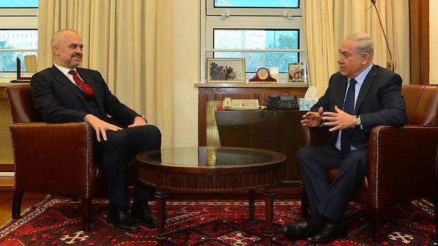 """ראש ממשלת אלבניה עם נתניהו. ההחלטה התקבלה בעקבות שיחה עם ישראל (צילום: קובי גדעון, לע""""מ) (צילום: קובי גדעון, לע"""
