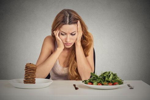 בחירות האוכל באכילה רגשית נוטות להיות של מזונות עתירי סוכר, שומן וקלוריות (צילום: shutterstock)