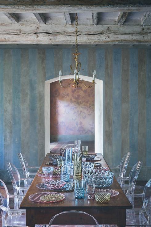 איך תרצו את הכחול והוורוד שלכם? עיצוב של פטריסיה אורקיולה ל-Kartell (באדיבות הביטאט kartell )