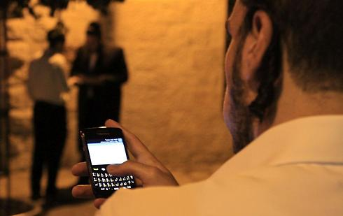 The ultra-Orthodox in Israel have been embracing technology at an increasing rate. (Photo: Miki Alon)