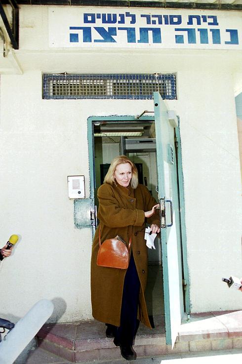 2000: יערי משתחררת מהכלא (צילום: דני סלומון) (צילום: דני סלומון)