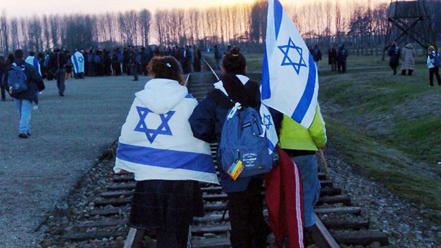 Israeli teens visit the death camps in Poland (Photo: Haim Horenstein)