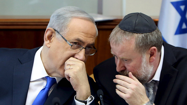 PM Netanyahu (L) and AG Mandelblit, who said investigations into his affairs are being conducted with the utmost responsibility and professionalism (Photo: Reuters)