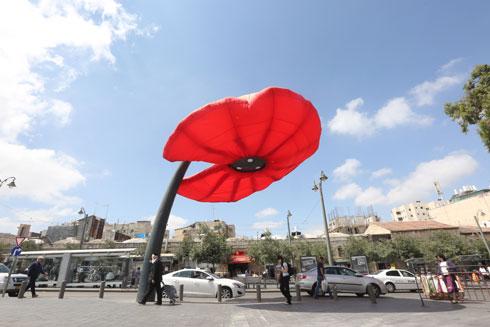 כך ניסו להתמודד בירושלים עם השמש הקופחת (צילום: גיל יוחנן)