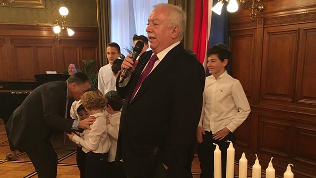 Vienna Mayor Michael Haupl. Marks all important Jewish holidays (Photo: Eldad Beck)