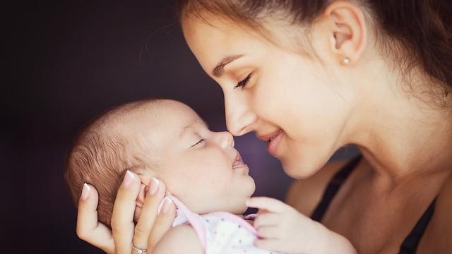 האהבה צומחת בזכות פעולות שתעשו עם התינוק (צילום: shutterstock)