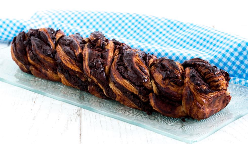 הכלאה בין בצק שמרים ובצק עלים. קראנץ שוקולד (צילום: אולגה טוכשר)