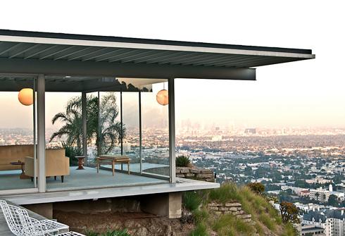 אחד הבתים שתיכנן פייר קוניג בגבעות הצופות על לוס אנג'לס (צילום: mbtrama , cc)