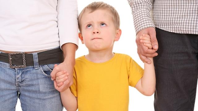 הילד חווה פרידה מהמשפחה הביולוגית בד בבד עם הקבלה למשפחה המאמצת (צילום: shutterstock) (צילום: shutterstock)