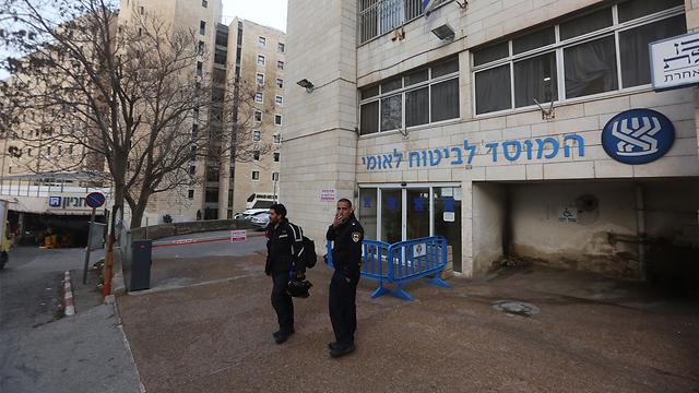 """סניף של הביטוח הלאומי בירושלים. """"יש פה השלכות מקרו-כלכליות מטורפות"""" (צילום: גיל יוחנן) (צילום: גיל יוחנן)"""