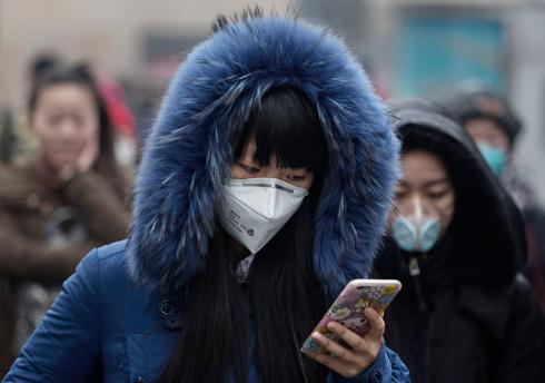 האביזר החדש: מסכה נגד זיהום אוויר (צילום: gettyimages)