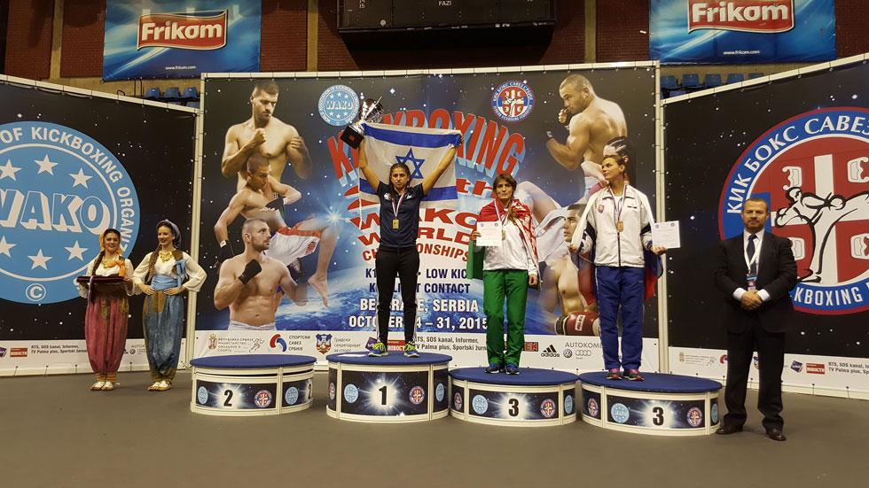 """""""הגעתי להישג הזה ואני יודעת שאני מסוגלת לעוד הרבה ולהישג יותר גדול"""". בלאק (במרכז) באליפות העולם (צילום: בני קוגן)"""