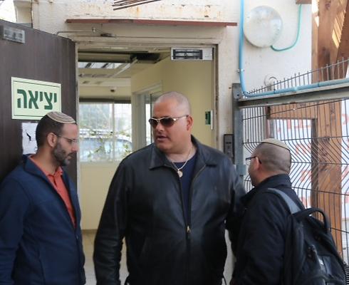 אלון חסן - היה האיש החזק בנמל (צילום: מוטי קמחי)