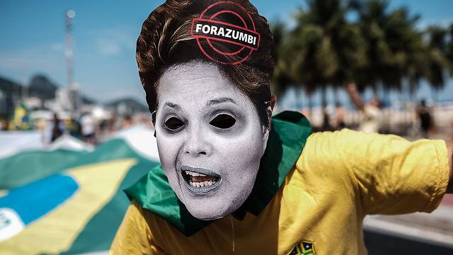 מחאה בריו דה ז'ניירו נגד הנשיאה (צילום: AFP)