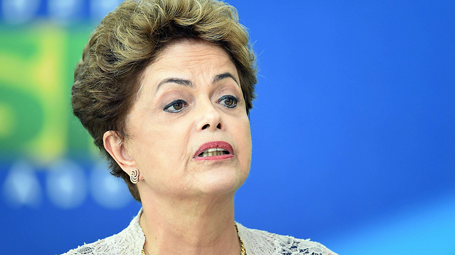 האבטלה גבוהה וגם המחאה נגדה. נשיאת ברזיל דילמה רוסף (צילום: AFP)