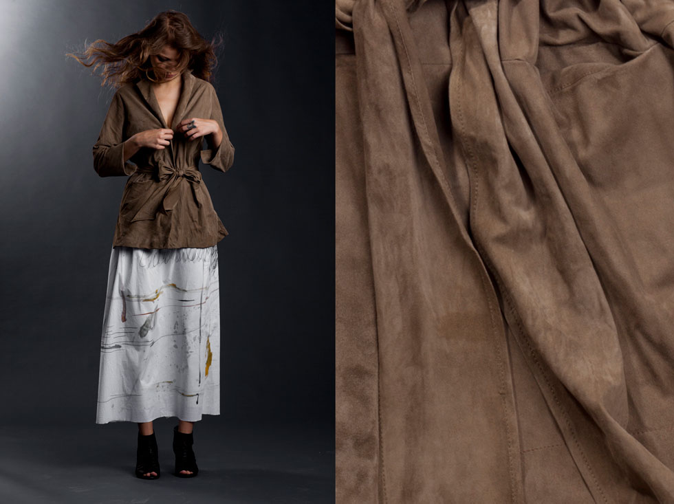 מעבר לזוהר, לצילומי דוגמניות ולתצוגות אופנה, אנחנו חיים בתוך הבגדים שלנו והם נוגעים בנו. זמש בקולקציה של אילנה אפרתי (צילום: רן גולני)