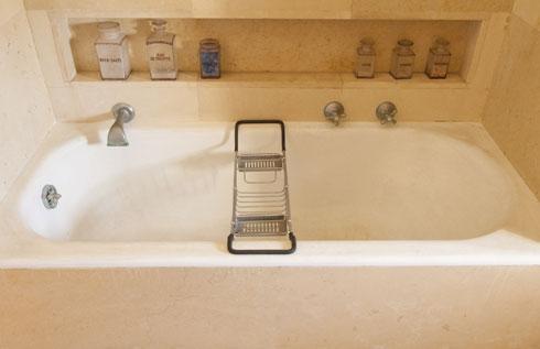 האמבטיה של ורה וחיים ויצמן (צילום: בן לם)