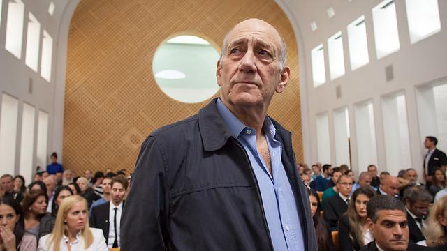 אהוד אולמרט לקראת הדיון בעליון בבוקר (צילום: אמיל סלמן) (צילום: אמיל סלמן)