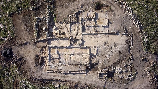 שרידי המנזר, מבט מלמלעה (צילום: גריפין צילום אווירי) (צילום: גריפין צילום אווירי)