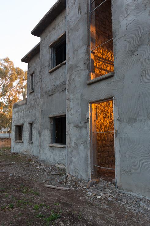 אחד ממבני הבאוהאוס ההיסטוריים. הכניסה תהיה מהחצר (צילום: דור נבו)